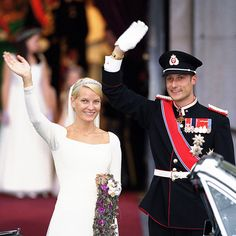 Norway's Crown Princess Mette-Marit wore a wedding dress inspired by the one worn by groom Crown Prince Haakon's great grandmother, Queen Maud, for her marriage in 1896. Created by designer Ove Harder Finseth and seamstress Anna Bratland, the gown was made of thick silk crepe and draped in soft silk tulle. The train reached two metres, while her veil was made from six metres of silk. Adorning her head on her big day – held on Aug. 25, 2001, in Oslo Cathedral – was a beautiful antique tiara…