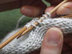Aukkopeukalo Mittens, Knitting, Tips, Fashion, Fingerless Mitts, Moda, Tricot, Fashion Styles, Breien
