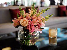 Faça você mesmo: centro de mesa com flores para casamento - Casa - GNT