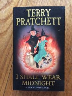 I Shall Wear Midnight - Pratchett, Terry Corgi Books, First impression of this Corgi edition in fine condition. Flat signed by Terry Pratchett to title page. All pages clear, no markings. Binding firm. Please see pictures. Paypal accepted, any questions get in touch.