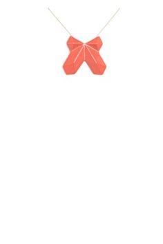enamelled ceramic pendant with finely carved reliefs.  designed with the 3D printing technology.  pendentif en céramique émaillée aux reliefs finement scultpés.  mise en relief grâce à la technique de l'impression 3D.