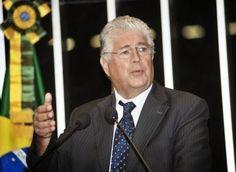 """CARLOS  -  Professor  de  Geografia: Requião: Regular a mídia é medida sanitária, """"de e..."""