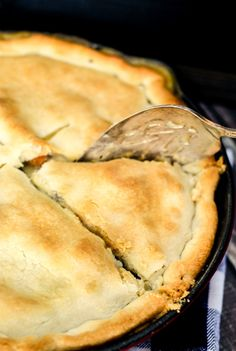 30 Minute Loaded Vegetable Pot Pie comes together super quickly and is majorly delicious! Packed full of healthy veggies, it's sure to comfort you this winter! Veg Recipes, Great Recipes, Vegetarian Recipes, Favorite Recipes, Yummy Recipes, Vegetable Pot Pies, Good Food, Yummy Food, Easy Food To Make