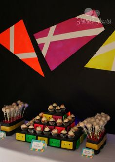 80s party - easy backdop idea! Click on picture to find out how to create your own. PartiesforPennies.com