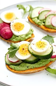 Bataattitoastit supernopeasti ja helposti leivänpaahtimessa Avocado Egg, Avocado Toast, Lyonnaise, Cobb Salad, Gluten Free, Healthy Recipes, Dinner, Breakfast, Low Carb