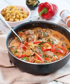 Stroganoff-pannetje met gehaktballetjes - Keuken♥Liefde - Apocalypse Now And Then I Love Food, A Food, Good Food, Food And Drink, Yummy Food, Diet Food To Lose Weight, Easy Cooking, Cooking Recipes, Amish Recipes