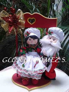 Molde: Pareja de noeles en el columpio del amor Decor Crafts, Christmas Crafts, Christmas Decorations, Christmas Ornaments, Holiday Decor, Mary Christmas, Christmas Holidays, Christmas Quilt Patterns, Boyds Bears