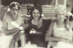 Jacques-Henri Lartigue- Personne non Identifiée  Renée Perle et Arlette Boucard, Cannes, août 1931.
