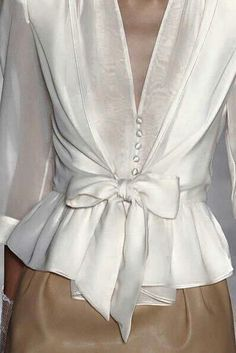 cute blouse i could make thisi have a pattern for the top part add a ruffle on the bottom and wa la - PIPicStats Fashion Details, Love Fashion, High Fashion, Fashion Outfits, Womens Fashion, Fashion Design, Fashion Trends, Business Outfit, Mode Inspiration