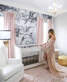 Baby Girl Nursery Room İdeas 844143523893687536 - The perfectly pink nursery. This glam chic nursery is everything! No detail was … – The perfectly pink nursery. This glam chic nursery is everything! No detail was missed with gold ac – Source by Chic Nursery, Nursery Room, Nursery Decor, Nursery Modern, Rose Nursery, Wall Paper Nursery, Gold Baby Nursery, Whimsical Nursery, Babies Nursery