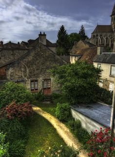 Semur-en-Auxois, France (by Jason OX4)