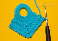 Crochet potholders - ripped from the corner - instructions, crochet pattern - premium . Crochet Potholder Patterns, Crochet Dishcloths, Knitting Patterns, Crochet Sheep, Knit Crochet, Crochet Hot Pads, Crochet Chicken, Crochet Kitchen, Single Crochet Stitch