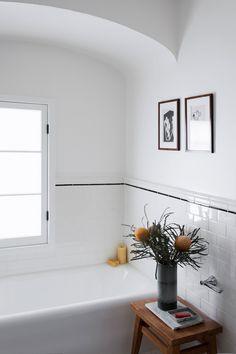 Bad Inspiration, Bathroom Inspiration, Interior Inspiration, Hollywood Hills Homes, Beautiful Bathrooms, Bathroom Interior, Small Bathroom, Bathroom Tray, Sweet Home