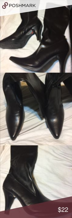 Kenneth Cole Brown size 9m Boots Reaction by Kenneth Cole size 9m brown boots. 3 1/2 inch heels, cos light, synthetic upper and lining with manmade soles. New with tags Kenneth Cole Reaction Shoes Heeled Boots