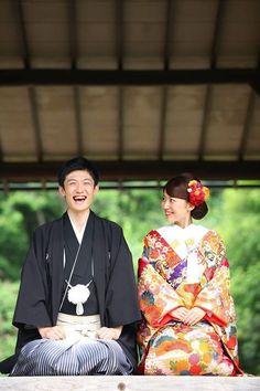 Japanese Bride and Groom Japanese Wedding Kimono, Japanese Kimono, Traditional Wedding Attire, Traditional Outfits, Japanese Outfits, Japanese Fashion, Wedding Portraits, Wedding Photos, Japanese Couple