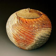 Akira Satake | Wood- fired | Natural wood ash: pottery surface is left unglazed and takes on color and markings during the firing from the melted wood ash