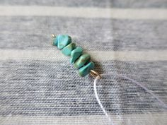 【ミサンガブレスの作り方】初心者でも簡単!平編みの編み方 | Hatorich Stud Earrings, Beads, Bracelets, Handmade, Jewelry, Make Jewelry, Woven Bracelets, Tejidos, Flowers