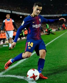 Coutinho with barça Football Is Life, World Football, Football Soccer, Fc Barcelona, Barcelona Soccer, Good Soccer Players, Football Players, Neymar, Soccer Backgrounds