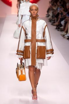 Photo Gallery: Fendi Spring/Summer 2019 RTW Collection at Milan Fashion Week. See every look from the Fendi Collection here. Couture Mode, Style Couture, Couture Fashion, Runway Fashion, Womens Fashion, Milan Fashion, Spring Fashion Trends, Latest Fashion Trends, Fashion News