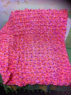 Cobija con Bernat Baby Blanket, súper suave; fácil y rápido de tejer