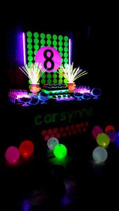 Neon / Glow in the Dark Birthday Party Ideas Glow Party, Glow In Dark Party, Disco Party, Skate Party, Neon Glow, Sleepover Party, Birthday Parties, 8th Birthday, Birthday Ideas