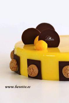 Tarta de mango con sabayon de champagne Biscuit Cupcakes, Cupcake Cakes, Mousse, Mirror Glaze Cake, Cheesecake Cake, Fancy Desserts, Chocolate Ganache, Food Art, Cake Recipes