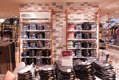 Individuelle Wandfliesen | Topgres Referenzen: Modekaufhaus L&T Closet, Retail, Home Decor, Porcelain Tiles, House, Armoire, Decoration Home, Room Decor, Closets