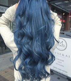 The ombre hair trend has been seducing for some seasons now. More discreet than tie and dye, less classic than sweeping, this new technique of hair. Hair Color Blue, Hair Dye Colors, Cool Hair Color, Light Blue Ombre Hair, Blue Purple Hair, Navy Hair, Dyed Hair Purple, Lilac Hair, Green Hair