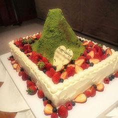 * 今まで見た中で一番衝撃的で 可愛い #ウェディングケーキ は 地元の仲良しの先輩の結婚式で 山ガールやってた頃が懐かしくて みんなで大盛り上がりしました 自分達らしさって素敵だなぁ☺ 本当におめでとうございます * * #weddingparty #celebration #marriage #celebrate #cake #instawedding #party #congratulations #weddingcake Sweets, Cake, Instagram Posts, Desserts, Food, Tailgate Desserts, Deserts, Gummi Candy, Candy