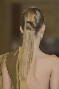 This crimped look (from Steffie Christiaens) is one of the coolest we've seen! #PFW #ponytail
