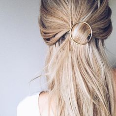 Hair pins and clips for medium hair styles are things that women look for to have stylish hair styles. All of us wish we had hair like the gorgeous models. Hair Day, New Hair, Your Hair, Lace Front, Pelo Natural, Natural Hair, Hair Accessories For Women, Fashion Accessories, Pretty Hairstyles