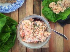 Lækreste laksesalat med cornichoner og kapers -- perfekt til frokost eller madpakken --> Madbanditten.dk
