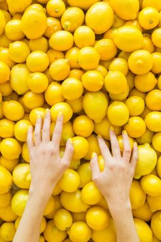 When Life Gives You Lemons: DIY Lemon Photo Booth