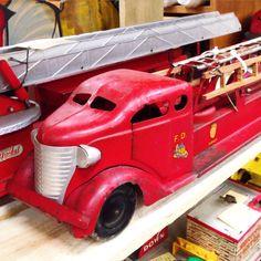 FOUND THIS ANTIQUE TOY FIRE TRUCK ! ...... I love Vintage Toys ! ....... Download the FLEATIQUE APP on the Apple App Store ...... American pickers vintage retro antiques roadshow Junkin toy old firetruck fleamarket yardsale garage sale yard sale flea market