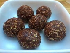 Dadler- oppskrift på raw snickerstrøfler - Balanse i Hverdagen