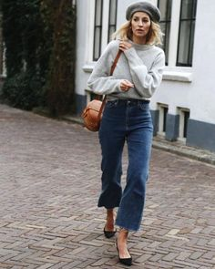 Denim Outfits : New Year, Same Closet? 5 Wardrobe Challenges to Combat in 2018 New Year, Same Closet? 5 Wardrobe Challenges to Combat in 2018 Sharing is caring, don't forget to share ! Beret Street Style, Looks Street Style, Looks Style, Style Me, Jean Outfits, Chic Outfits, Fashion Outfits, Fashion Trends, Jeans Fashion