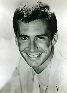 Blissfully Shining list of pics of Anthony Perkins. Perkins was born in New York… Hollywood Icons, Hollywood Actor, Golden Age Of Hollywood, Hollywood Stars, Classic Hollywood, Hollywood Hills, Anthony Perkins, Hitchcock Film, Alfred Hitchcock