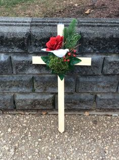 Stunning natural picket cross embellished with a white dove surrounded with a red silk rose, inexperienced leaves, evergreen pretend, branches, and red Grave Flowers, Cemetery Flowers, Funeral Flowers, Silk Flowers, Funeral Memorial, Memorial Day, Cemetary Decorations, Rose Croix, Funeral Floral Arrangements