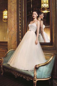 Paloma Blanca style 4704 wedding dress | French Alençon Lace and Tulle Wedding…