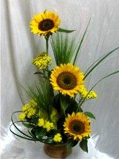 Sunflower Floral Arrangements, Creative Flower Arrangements, Flower Arrangement Designs, Church Flower Arrangements, Rose Arrangements, Beautiful Flower Arrangements, Unique Flowers, Fall Flowers, Dried Flowers