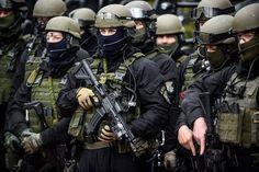BOA, czyli Biuro Operacji Antyterrorystycznych, to elitarna jednostka polskiej policji. Specjalizuje się w działaniach miejskich. Jej wrogiem jest polska mafia, rozległa sieć gangów handlująca bronią, narkotykami i ludźmi w całej Europie. BOA odpowiada za wykrywanie i zwalczanie terroryzmu, zajmuje się zwalczaniem przestępczości zorganizowanej, konwojuje najgroźniejszych przestępców (w tym tych ekstradowanych), dokonuje zatrzymań najniebezpieczniejszych ludzi a to wciąż nie koniec listy jej…