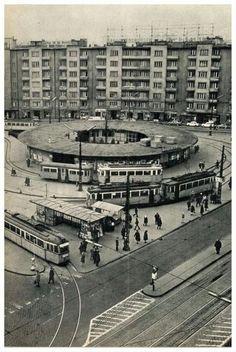 1972. Móricz Zsigmond körtér. Old Pictures, Old Photos, Vintage Photos, East Germany, Budapest Hungary, Historical Photos, Black And White Photography, Old World, Paris Skyline