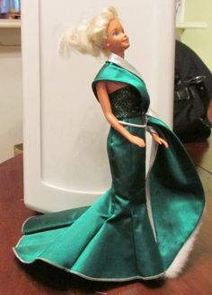 Barbie Doll & Gown, Christmas Green, Very Fancy $4.00