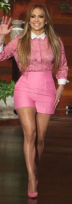 Who made  Jennifer Lopez's pink lace collar top and pumps?