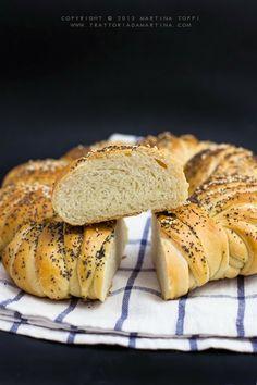 Corona di pane all'olio  -   Crown of bread with olive oil