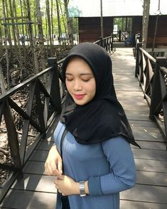 Arab Girls Hijab, Muslim Girls, Muslim Women, Ootd Hijab, Hijab Chic, Beautiful Hijab, Beautiful Asian Girls, Fasion, Hijab Fashion
