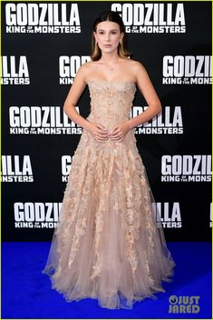 """Millie Bobby Brown in Dior Couture at the """"Godzilla: King of the Monsters"""" London Premiere Strapless Dress Formal, Prom Dresses, Look Star, Bobby Brown Stranger Things, Enola Holmes, Brown Outfit, Red Carpet Looks, Brown Fashion, Celebs"""