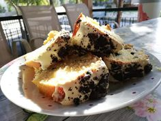 """Το πιο """"oreo"""" κέικ με γεμιστά μπισκότα και λευκή σοκολάτα Cooking Cake, Cooking Recipes, French Toast, Cheesecake, Mango, Sweet Home, Tasty, Oreo, Breakfast"""