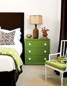 Loving the green....I have some furniture to refinish...might just have to copy that green.