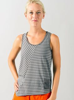 Since I first saw Oiselle's Simplicity tank the other year I've loved their striped tops. The Stellar Stripe Tank is no exception! Yay, for birthday gifts from parents - finally have it!